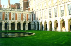 Leonie in the courtyard @ Hampton Court Palace